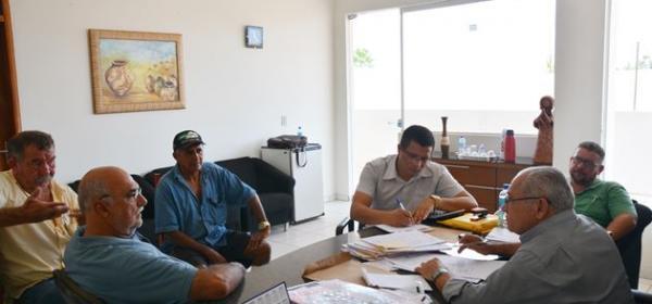 Prefeito Jesualdo Cavalcanti reune-se com a Comissão Técnica do Programa de Distribuição de Calcário e Fertilizante