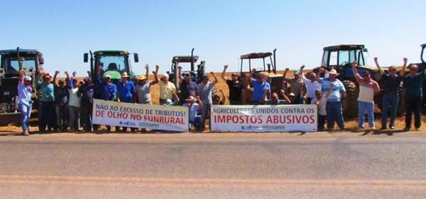 Agricultores da Coaceral promovem `Tratoraço´ contra cobrança abusiva do Funrural